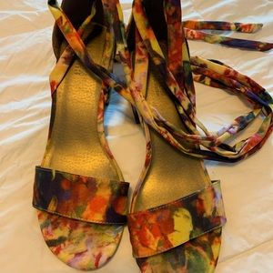 Kenneth Cole Reaction Floral Sandals